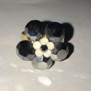 Jewelry - Glossy enamel flower ring